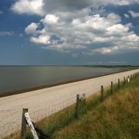 """Het Waddenzeegebied heeft een grote ecologische waarde en sinds 26 juni 2009 op de lijst van UNESCO Werelderfgoed. En vanuit de vakantiewoningen bent u in enkele minuten bij dit prachtige gebied. De """"Waddenzee"""" Wad anders!!"""